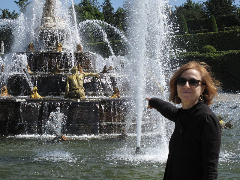 mary-at-versailles-latona-fountain