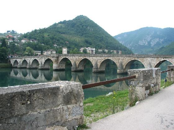 2498927-Travel_Picture-The_bridge_on_the_river_Drina_in_VISEGRAD.jpg